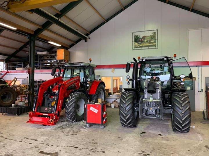 Klaarmaken van nieuw verkochte Massey Ferguson tractoren