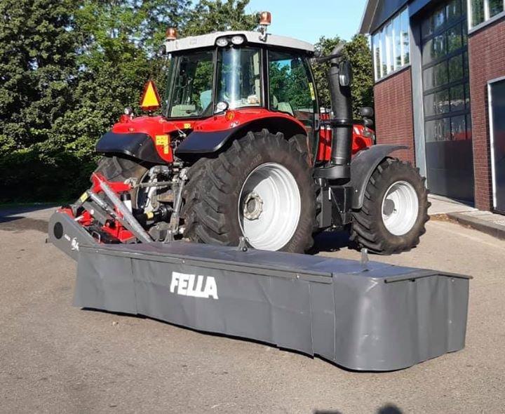 Nieuwe Fella maaier afgeleverd en in gebruik genomen door landbouwbedrijf Boersma